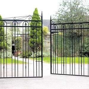 Wooden metal driveway gates many sizes for sale for Aluminum driveway gates prices