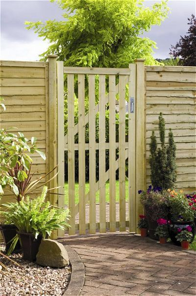 pale tall wooden side gate cheap uk prices garden gate sale. Black Bedroom Furniture Sets. Home Design Ideas