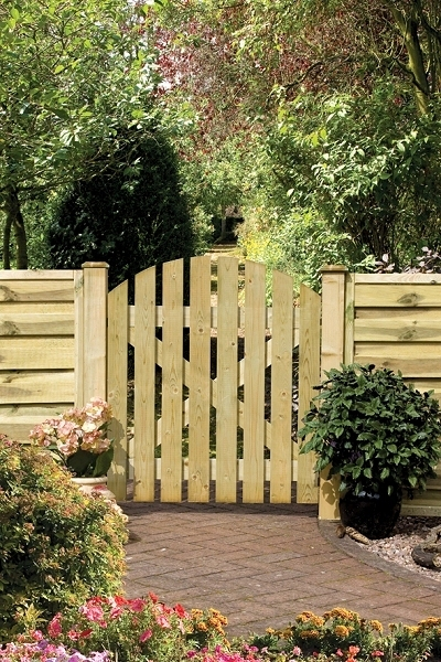 Dome Ledge & Braced Wooden Garden Gate